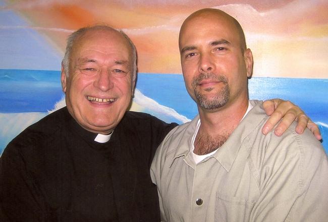 Geoff Bottoms visiting Gerardo Hernandez, November 2010