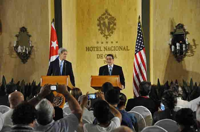 Bruno Rodríguez Parrilla, Cuban Minister of Foreign Affairs of Cuba, and U.S. Secretary of State John Kerry, at the Hotel Nacional, Havana, August 14, 2015.