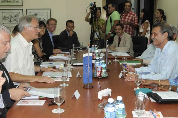 Chief European negotiator for the EU-Cuba talks Christian Leffler (L) and Cuban Deputy Foreign Minister Abelardo Moreno (R) hold the fifth round of negotiations towards a political dialogue and cooper