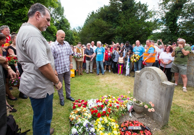 Laying a wreath at Tolpuddle: photo Mark Thomas