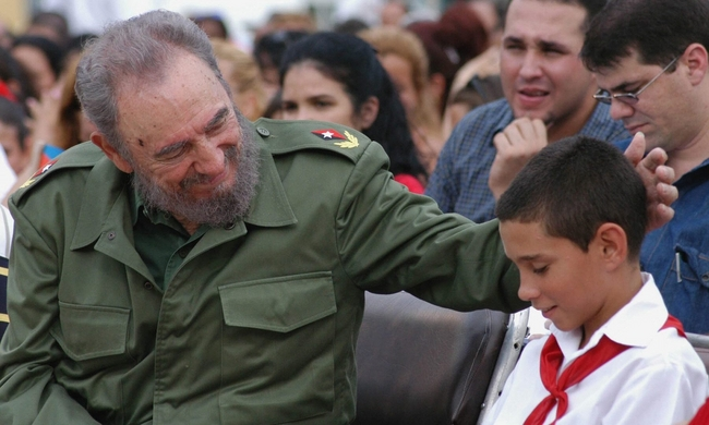 Fidel Castro with Elián González in 2005