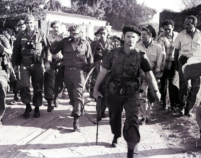 Fidel with Captain Jose R. Fernandez (to his right) arrive at the Bay of Pigs.Photo:Granma