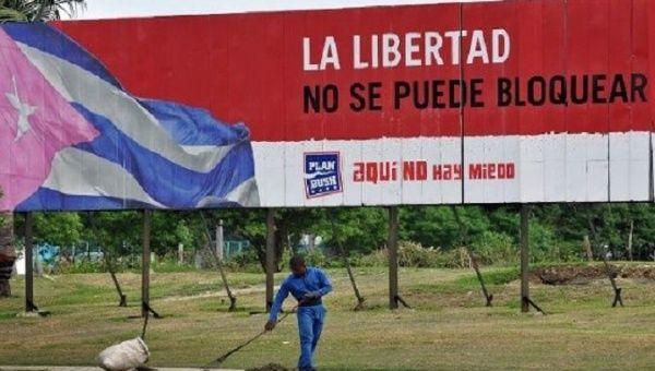 Hashtags such as #NoMasBloqueo, #Niunpasoatras, and #UnblockCuba, are being used to condemn the U.S. blockade against Cuba.   Photo: EFE
