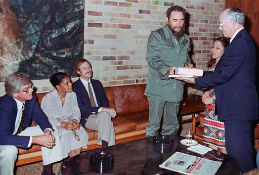 The interferon project began in 1981, after Fidel met U.S. doctor Randolph Lee Clark. Photo: Granma Archives