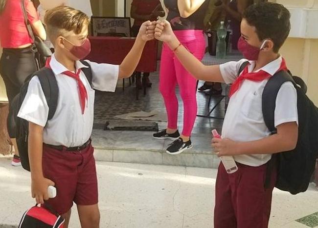 Cuban pioneers meet again when they return to school. Photo: cubadebate.cu